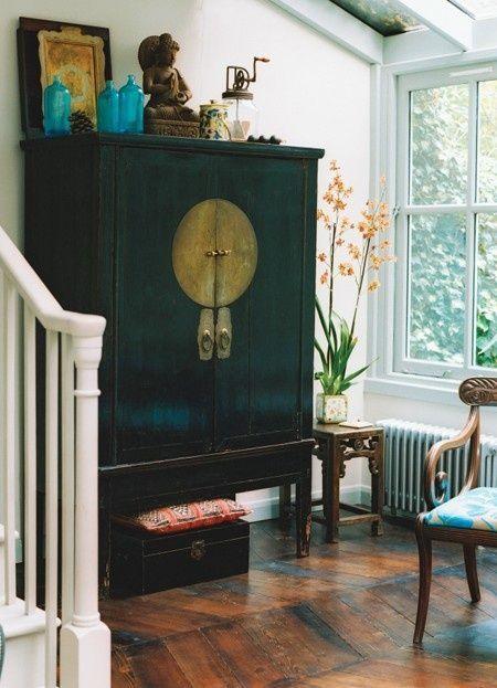 armario oriental negro vintage